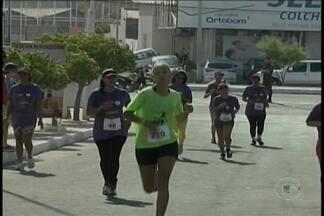 Mais de 400 atletas participaram de uma corrida beneficente, em Petrolina-PE - A prova teve os percursos de 5 e 10km.