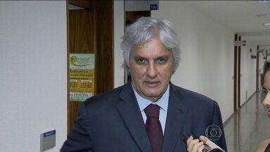 Delcídio do Amaral depõe e nega que tenha tentado atrapalhar investigações da Lava Jato - Senador petista teria dito que quis levar uma palavra de conforto ao filho do ex-diretor da Petrobras Nestor Cerveró, que disse que a situação do pai era muito ruim.
