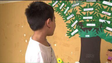 Projeto de escola ajuda famílias carentes em Colombo - A iniciativa de duas professoras motivou os alunos a praticar um ato de solidariedade em sua região.