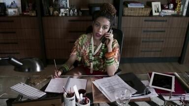 Michele finge ser Das Dores - Ela conversa ao telefone com Andréa