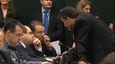 Conselho de Ética adia sessão sobre abertura de processo contra Eduardo Cunha - Partidos de oposição pediram a abertura de processo contra o senador Delcídio Amaral, preso na última semana.