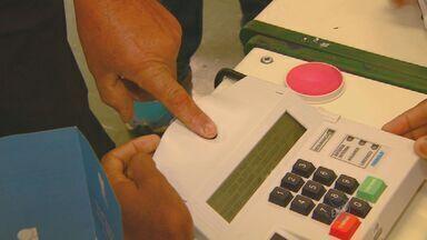 Confira dicas para fazer o recadastramento biométrico para as eleições - Ainda assim, o cadastramento ainda não é obrigatório para as próximas eleições. Quem desejar fazer deve agendar pelo site do TRE.