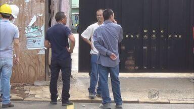MPT e polícia investigam denúncia de trabalho escravo de chineses em Franca - Os seis chineses chegaram ao Brasil no começo de outubro e foram contratados para finalizar a obra de um restaurante.