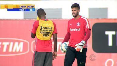 Goleiro Alisson volta ao Inter após suspensão para a última rodada do Brasileirão - Assista ao vídeo.