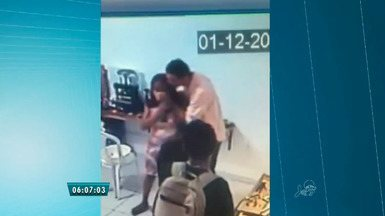 Polícia procura homens supeitos de assaltar loja no Centro de Fortaleza - Segundo a polícia, homens levaram 10 mil reais em dinheiro e 30 mil reais em jóias.