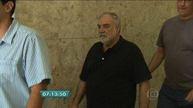 Polícia prende dono da farmácia Botica ao Veado D'Oro - Daniel Eduardo Derkatscheff Vera, de 71 anos, foi preso 17 anos depois de ser acusado de falsificar um remédio de alta complexidade e de recorrer várias vezes da condenação.