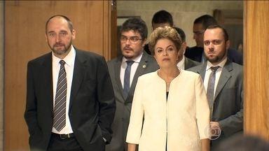 Dilma reage indignada à autorização para processo de impeachment - Presidente negou que houvesse uma tentativa de acordo para salvar o mandato de Eduardo Cunha em troca da rejeição do pedido de impeachment.
