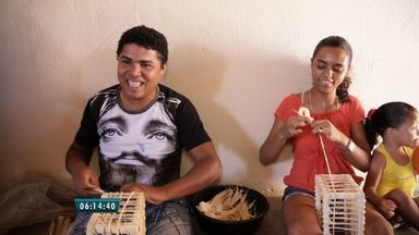 Moradores de Caririaçu criam peças de aternasatos a partir de fibra vegetal - Confira a história no quadro Cariri em Cena.