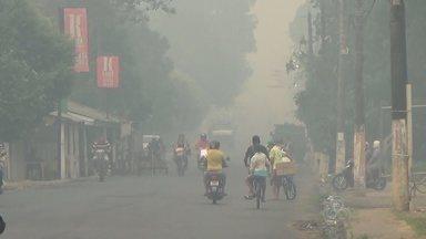 Moradores reclamam de nuvem de fumaça em Parintins, no AM - Na cidade, moradores utilizaram máscaras para se proteger.