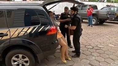 Operação 'Trapos' da Polícia Federal cumpre mandados de prisão em Sorocaba - Uma operação de combate ao contrabando mobiliza nesta quinta-feira (3) equipes da Polícia Federal em oito cidades de Mato Grosso do Sul e São Paulo. É a Operação Trapos que cumpre vários mandados de prisão, inclusive em Sorocaba. Segundo a polícia, uma quadrilha formada por brasileiros, bolivianos e equatorianos fazia importações clandestinas de mercadorias da Bolívia.
