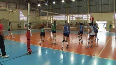 Vôlei feminino e tênis de mesa movimentam Jogos Abertos do Interior em Barretos, SP - Evento reúne atletas de todo o Estado.