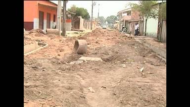 Moradores reclamam de obras de pavimentação paradas em Santarém - TV Tapajós mostra o problema em vários pontos da cidade.