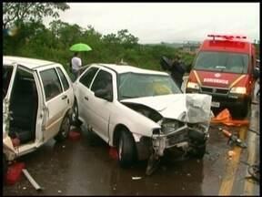 Seis veículos se envolveram em um acidente na RS 135 - A colisão foi durante a forte chuva. Quatro pessoas tiveram ferimentos leves.