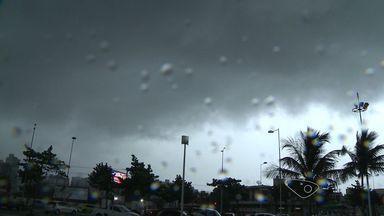 Vitória, no ES, registra segundo dia mais quente do ano - Depois do calor, vieram chuvas que provocaram estragos na capital.