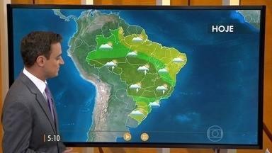 Confira como fica o tempo nesta terça-feira (8) em todo o Brasil - Em quase todo o Sul do Brasil, o dia vai ser de tempo firme e no Nordeste, a atenção é para o risco de queimada por causa do tempo seco.
