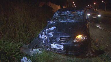 Motorista passa mal e carro bate em poste em Ribeirão Preto, SP - Mulher perdeu o controle da direção e não ficou ferida. CPFL Paulista vai substituir o poste ainda nesta terça-feira (8).