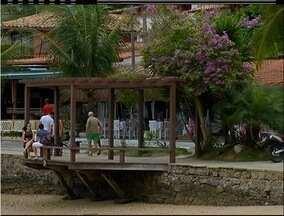 ONG realiza revitalização da Orla Bardot em Búzios, no RJ - Projeto segue até junho de 2016.