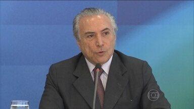 Carta de Michel Temer diz que Dilma não confiou nele e no PMDB - Vice-presidente disse que ficou estarrecido ao saber do vazamento da carta. Temer afirma que tem mantido a unidade do PMDB apoiando o governo e usando o prestígio político dele, mas que tudo isso não gerou confiança da presidente.