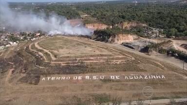 Dois dias após incêndio ainda há fumaça no aterro sanitário de Aguazinha, em Olinda - Bombeiros disseram que rescaldo deve ser feito pelas empresas responsáveis.