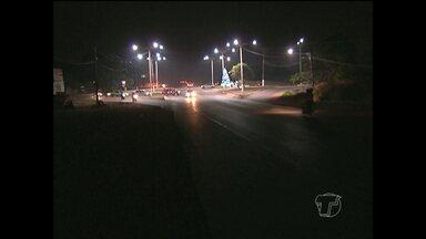 Jornal Tapajós mostra escuridão em trecho urbano da Rodovia BR-163 - Moradores, pedestres e motoristas reclamam da insegurança no local por falta de iluminação pública.