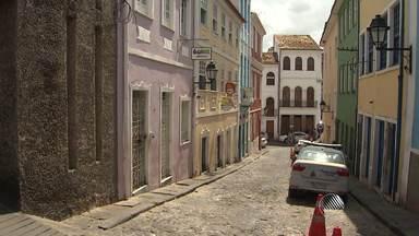 Turistas estrangeiros são baleados durante assalto no Pelourinho - Segundo a polícia, as vítimas reagiram ao assalto. Confira os detalhes.