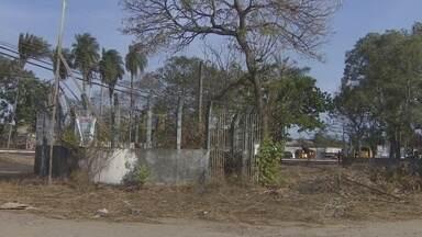 Mais de 200 terrenos estão abandonados na região central de Macapá - Mais de 200 terrenos estão abandonados em Macapá, isso só na região central da cidade. Os donos voltaram a ser notificados pela prefeitura. E sobrou até pra Caesa, que tem estações abandonadas em três bairros.