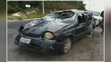 Carro capota e deixa quatro pessoas feridas em avenida de Manaus - Capotamento ocorreu na Avenida Margarita, Zona Leste da capital.