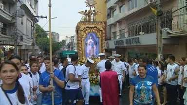 Procissão de Nossa Senhora da Conceição reúne milhares de fiéis no AM - Caminhada iniciou no fim da tarde desta terça (8) na Catedral de Manaus
