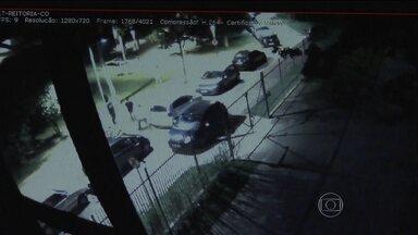 Imagens de câmeras de segurança mostram o momento em que médico é atacado na USP - O SPTV teve acesso às imagens de câmeras de segurança que mostram o momento em que o médico Benício Orlando Saraiva Leão Filho foi agredido, quando saia de uma festa na USP.