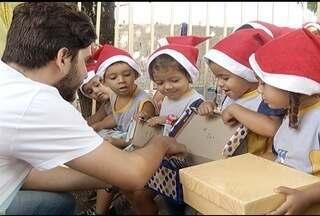 Alunos do Cemei do Bairro Santa Rafaela recebem presentes da campanha 'Caixa de Sapato' - Projeto contemplou mais de 200 crianças no Cemei.