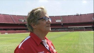 Conheca a Dona Angelina, a mulher que sabe tudo sobre o estadio do Morumbi - Conheca a Dona Angelina, a mulher que sabe tudo sobre o estadio do Morumbi