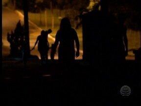 Moradores de Sandovalina reclamam de escuridão em avenida - População está preocupada e com medo de sair às ruas.