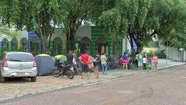 Mães acampam em creches de Cuiabá para fazer conseguir matrícula - Mães acampam em creches de Cuiabá para fazer conseguir matrícula
