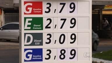 Preço da gasolina aumenta outra vez e chega a R$ 3,79 em postos de GO - Valor do reajuste foi de aproximadamente 15%; consumidores reclamam. Sindiposto diz que não não interfere no mercado e ressalta custos altos.