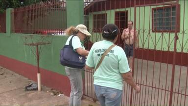 Agentes de saúde fazem trabalho de formiguinha pra combater o mosquito aedes aegypti - Eles vão de casa em casa eliminando os criadouros do mosquito.