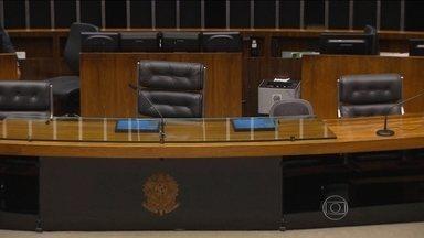 Câmara está parada esperando decisão do STF sobre impeachment - Governistas e oposição estão parados esperando a decisão do Supremo Tribunal Federal sobre o processo contra a presidente Dilma Rousseff.