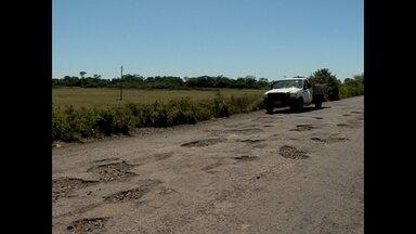 Buracos e falta de acostamento são principais problemas da ERS 241 - A rodovia fica entre os municípios de São Vicente do Sul e São Francisco de Assis.