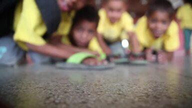 Caçadores de bons exemplos visitam os Amigos do bem - Sensibilizados com a fome no sertão, um grupo de amigos decidiu fazer algo e começou a arrecadar alimentos, roupas e brinquedos para no Natal distribuírem em Alagoas.