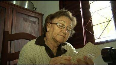 Com câncer, aposentada luta por remédio de alto custo em Anápolis - Mulher precisa de 4 injeções, mas cada uma custa cerca de R$ 100 mil. Sem condições, ela recorreu ao MP para receber as doses na rede pública.