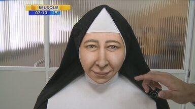 Feita com tecnologia 3D, nova face da Santa Paulina é apresentada em SC - Feita com tecnologia 3D, nova face da Santa Paulina é apresentada em SC
