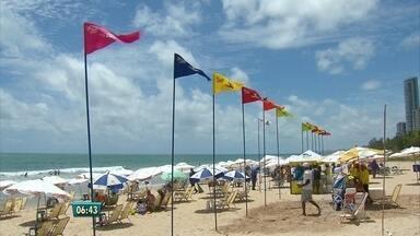 Começa o verão e, com ele, o Projeto Praia Limpa - Monitores já estão na praia conscientizando os banhistas sobre a importância de recolher o lixo.