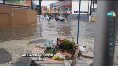 A forte chuva nesse fim de semana provocou alagamentos no litoral - Em Matinhos, ruas ficaram alagadas.