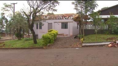 Moradores de Marechal Cândido Rondon tentam seguir em frente depois de tornado - Já faz um mês que o tornado atingiu a cidade. O prejuízo é de aproximadamente R$ 90 milhões.