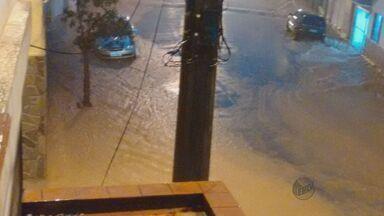 Chuva intensa alaga ruas no fim de semana em Machado, MG - Chuva intensa alaga ruas no fim de semana em Machado, MG