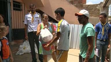 Campanha Natal Sem Fome entrega alimentos em Campina Grande - Moradores da Comunidade do Januário receberam as doações.