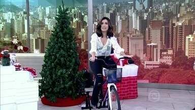 Pedal sustentável: Fátima pedala para acender árvore de Natal - Energia gerada por bicicleta pode ser usada para ligar aparelhos domésticos