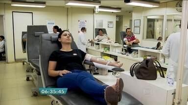 Natal também é época de doar sangue - Voluntários aproveitam esta época do ano, em que se ouve muito de solidariedade, para ajudar a salvar uma vida.