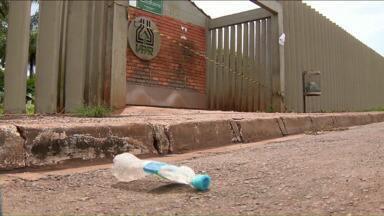 Casos de toxoplasmose aumentam e bica começa ser demolida no IAPAR - Já são 93 casos positivos de contaminação de funcionários do IAPAR em Londrina. A contaminação da água não foi confirmada, mesmo assim a distribuição foi suspensa.