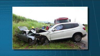 Acidente grave em Santo Antonio da Platina deixa um morto e nove feridos - O acidente foi na PR-092 e envolveu dois carros. Um deles era o do jogador Leonardo Souza, que joga no Azerbaijão e estava passando férias no Brasil.