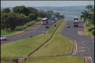Confira o movimento da volta do feriado em estradas que cortam Uberlândia - Estradas e a rodoviária tiveram aumento de movimento neste domingo (28).